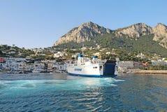 Паром Naiade Caremar (кампании Regionale Marittima) от Неаполь Стоковые Фото