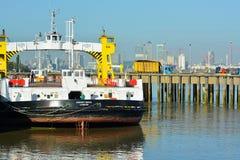 Паром Woolwich, река Темза, Лондон Стоковое Фото
