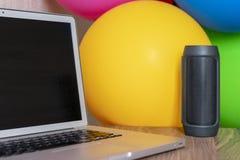 Партия офиса с цветами стоковое изображение rf