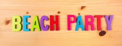 Партия пляжа в тексте на древесине Стоковое Фото
