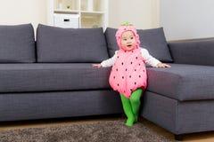 Партия хеллоуина одевая младенца стоковое фото rf