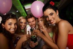 Партия Bachelorette в лимузине Стоковые Фото