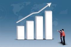 Партнерство дела смотря увеличивая диаграмму в виде вертикальных полос Стоковая Фотография RF