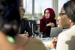 Партнерство международной конференции беседы людей разнообразия Стоковые Фотографии RF