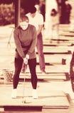 Партнеры гольфа играя совместно Стоковое Изображение RF