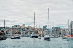 парусники выходят Марина города на ДУГА 2018 гонки регаты атлантический пересекать на солнечный день стоковое фото rf