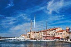 Парусники и яхты причаленные к порту набережной Свят-тропа стоковое фото rf