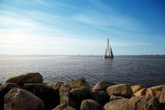 Плавание после полудня на Балтийском море Стоковые Изображения