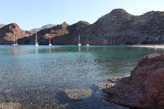Парусники поставленные на якорь на Agua Verde стоковое изображение rf