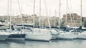 Парусники причаленные на Марине Msida в Мальте видеоматериал