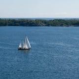 Парусник в архипелаге Стоковая Фотография