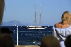 Парусник в заливе St Tropez стоковая фотография