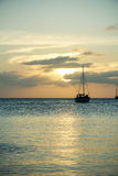 Парусник на заходе солнца, чеканщик Caye, Белиз Стоковое Фото
