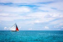 Парусник на море, острове Boracay, Филиппинах Стоковое фото RF