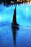 Парусник на реке на заходе солнца Стоковая Фотография RF