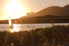 Парусник расцелованный по солнцу в Ирландии Стоковое фото RF