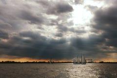 Парусное судно на реке Эльбы, Гамбурге, Германии Стоковая Фотография