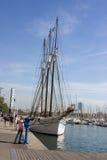 Парусное судно набережной Барселоны красивое Стоковое фото RF