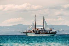 Парусное судно причаленное в Марине Стоковое фото RF