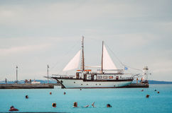 Парусное судно причаленное в Марине Стоковое Изображение RF