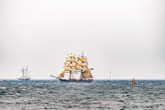 Парусные судна на море корабль высокорослый Плавающ на яхте и плавающ перемещение Стоковое фото RF