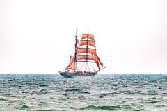 Парусные судна на море корабль высокорослый Плавающ на яхте и плавающ перемещение Стоковые Фотографии RF