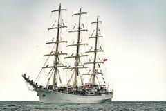 Парусные судна на море корабль высокорослый Плавающ на яхте и плавающ перемещение Стоковые Фото