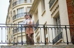 Пары датировка в Париже Стоковая Фотография RF