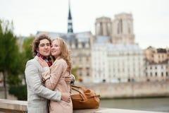 Пары датировка в Париже стоковое фото rf