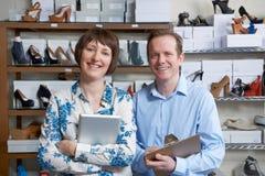 Пары бежать онлайн дело ботинка Стоковая Фотография RF