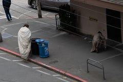 Пары бездомных людей в seattle стоковая фотография