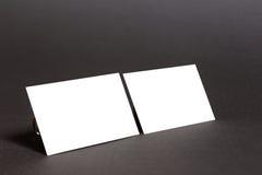 Пары белых визитных карточек на черноте Стоковое Изображение RF