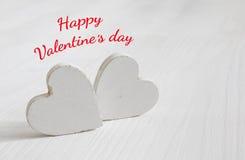 Пары белых деревянных сердец Стоковая Фотография RF
