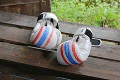 Пары белых перчаток бокса красят тайский флаг Стоковая Фотография