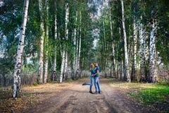 Пары битника в березовой древесине Стоковые Фотографии RF