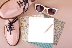 Пары ботинок женщины отлакированных Стоковое фото RF