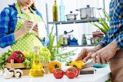 Пары варя в кухне Стоковая Фотография