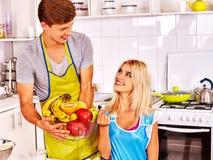Пары варя на кухне Стоковое Изображение RF