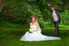 Пары венчания под валом дуба Стоковое фото RF