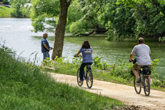 Пары велосипед на Greenway долины Roanoke стоковое фото