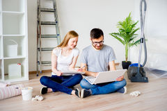 Пары восстанавливая квартиру Стоковое Фото