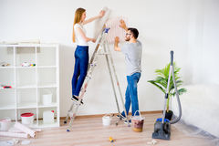 Пары восстанавливая квартиру Стоковая Фотография RF
