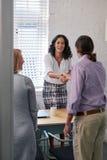 Пары встречая финансового советника Стоковое Фото