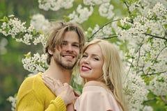 Пары в влюбленности Весна, природа, окружающая среда Стоковые Фотографии RF