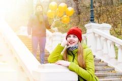 Пары в влюбленности в парке в осени Стоковое Изображение