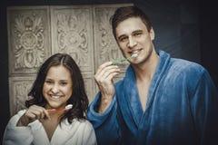 Пары в зубах ванной комнаты чистя щеткой Стоковые Фотографии RF