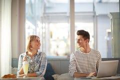 Пары в кафе Стоковое Фото