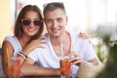Пары в кафе Стоковые Фотографии RF