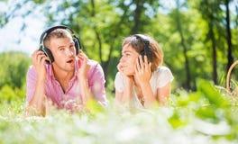 Пары в парке Стоковое фото RF