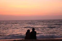 Пары в пляже Стоковые Фотографии RF